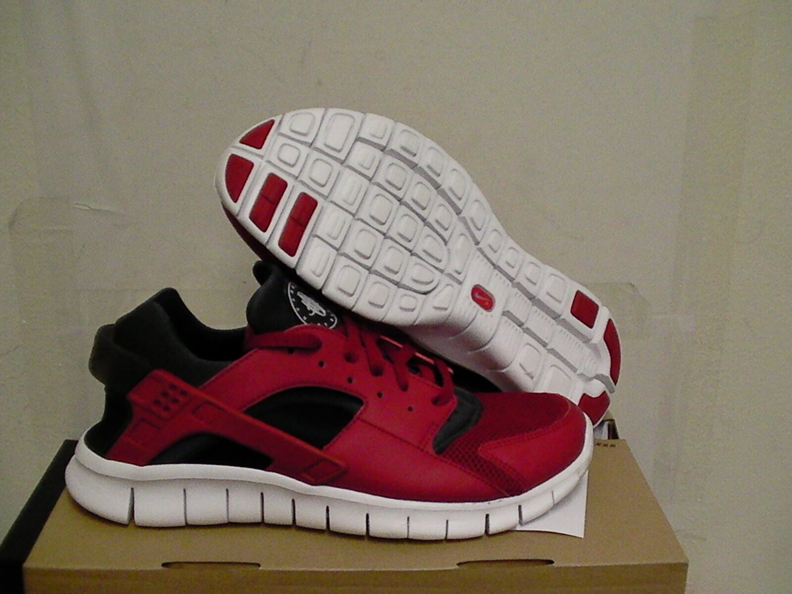 Nike huarache free run running shoes re & black size 8.5 us