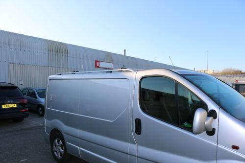 Opel Vivaro KURZER 2001-2014 Aluminium Dachreling und Querträger