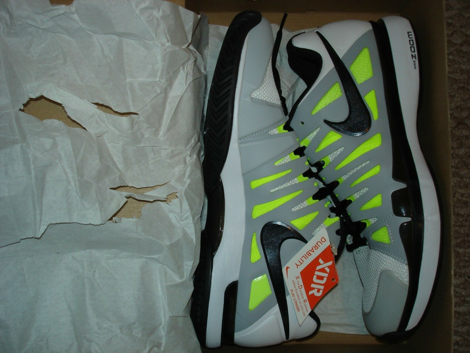 NIB Nike Federer ZOOM VAPOR 9 TOUR bianca Tennis scarpe 488000-100 Dimensione 8.5 RARE