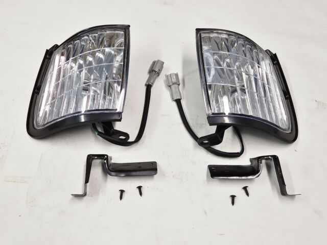 HOLDEN TF RODEO  NEW PAIR OF  FRONT CORNER  PARK LAMP  LIGHTS  2001-2003
