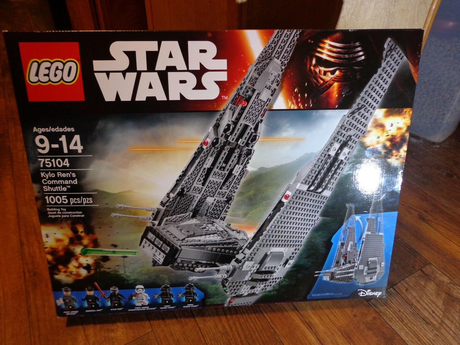 2015 LEGO--STAR WARS--KYLO REN'S COMMAND SHUTTLE SET (NEW) 75104