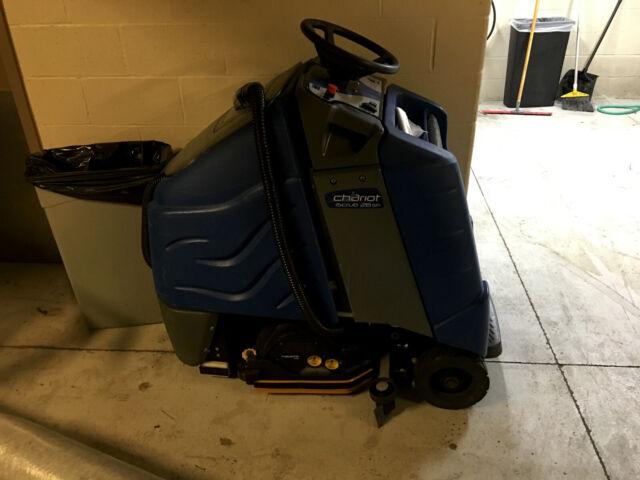 Windsor Chariot I-Scrub 26 Automatic Floor Scrubber