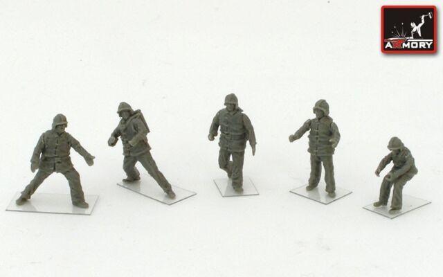 Modern Soviet Airfield Firefighters, 1/72, Resin, Armory, Novelty
