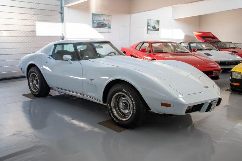 Chevrolet Corvette V8 Stingray - 1