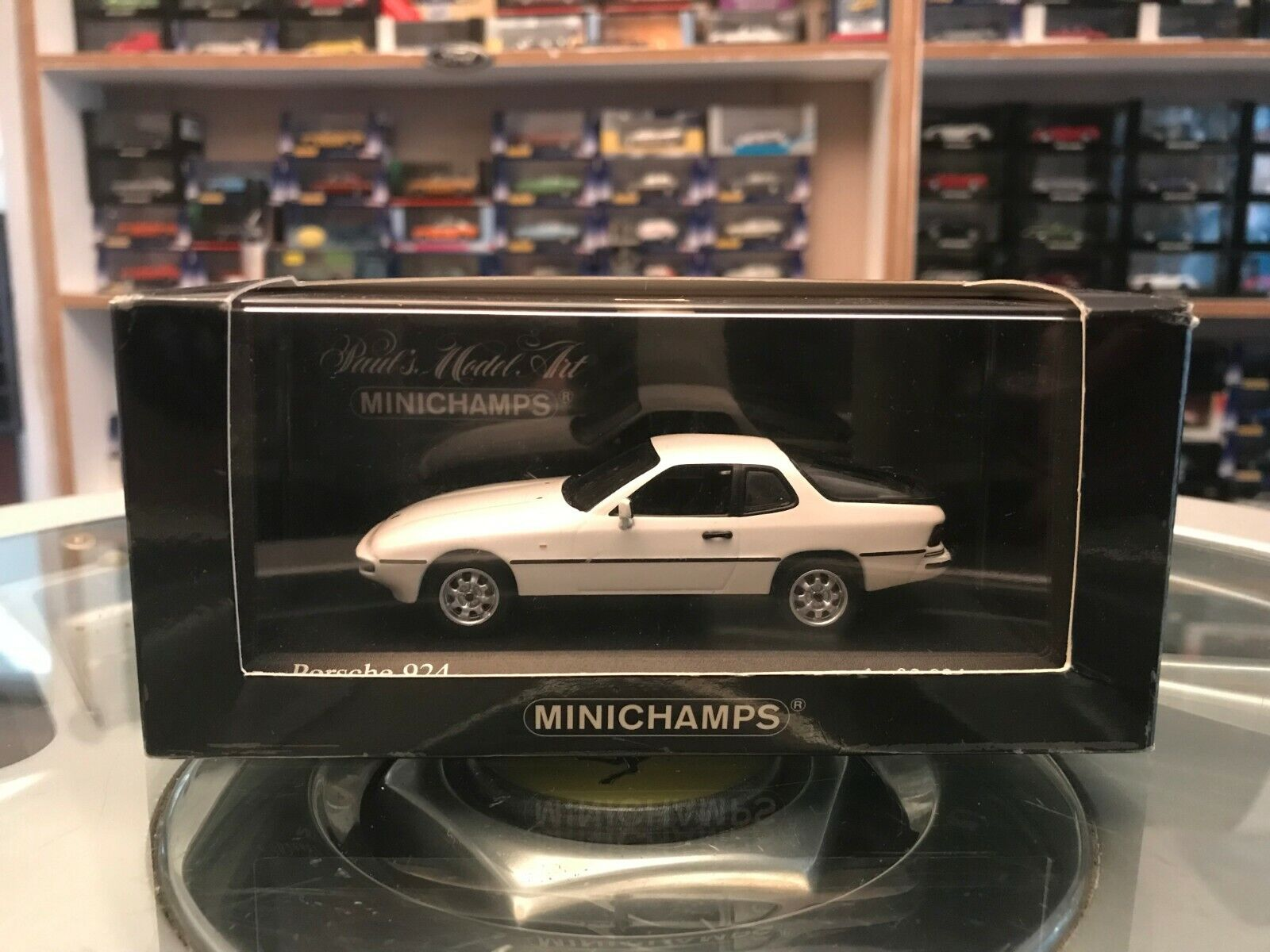 MINICHAMPS 1984 PORSCHE 924 Blanc Alpinweiss 1 43 En parfait état, dans sa boîte ltd ed 400 062120