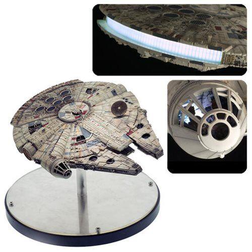 Star Wars Efx Millenium FalconImperio Contraatacaen Stock