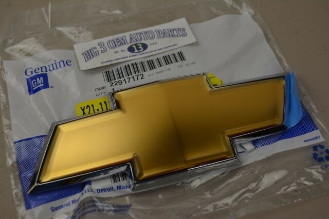 Chevrolet Captiva Sport Rear Liftgate Gold Bow Tie Emblem new OEM 22917172