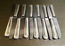 Suite de 12 couteaux à fromage en métal argenté modèle au filet - Félix Frères