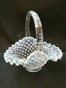 VINTAGE-FENTON-HOBNAIL-FRENCH-OPALESCENT-HANDLED-BASKET-MOONSTONE