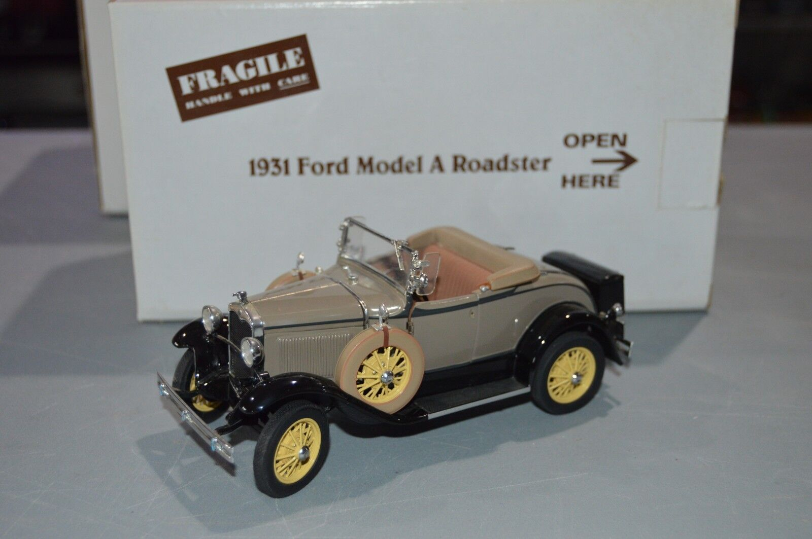 Danbury Mint 1931 FORD MODEL A ROADSTER 1 24 SCALE SCALE SCALE DIE CAST MIB d821ab