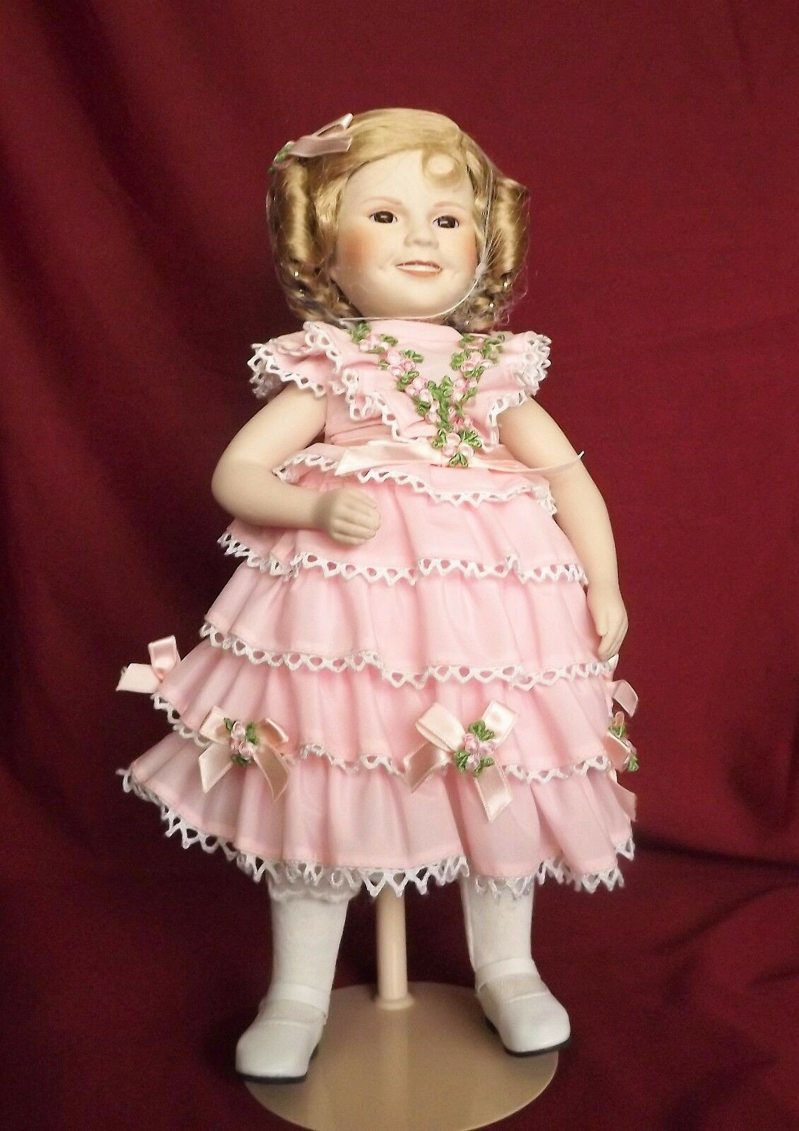 Doll, Jahr,collectible porcelain. Shirley Temple