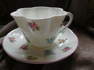 Crown-Staffordshire-Tea-Cup-Saucer-England-Floral-Bouquet-Scalloped-pink-border