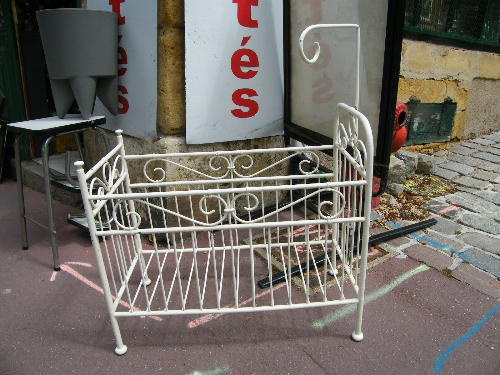 Bed Doll forged iron Old