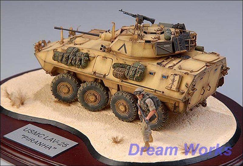AwardWinner Built trumpetare 1  35 LAV -25 IFV Diorama PE Figur