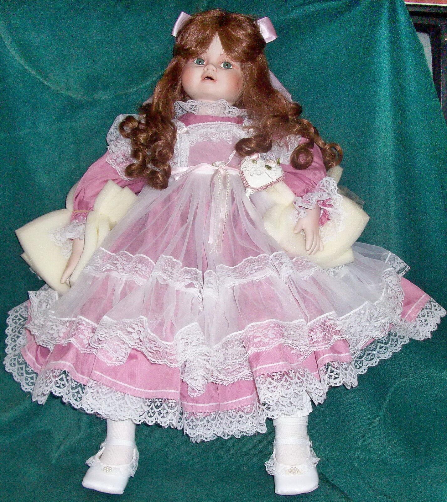PRECIOSO Young Girl Doll Dana, Royal tesoros Colección por Dina rosado Nuevo En Caja