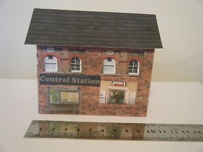 Delizioso Scratch Built Card Model Railway House Building Train Station 00 Gauge Scelta Materiali