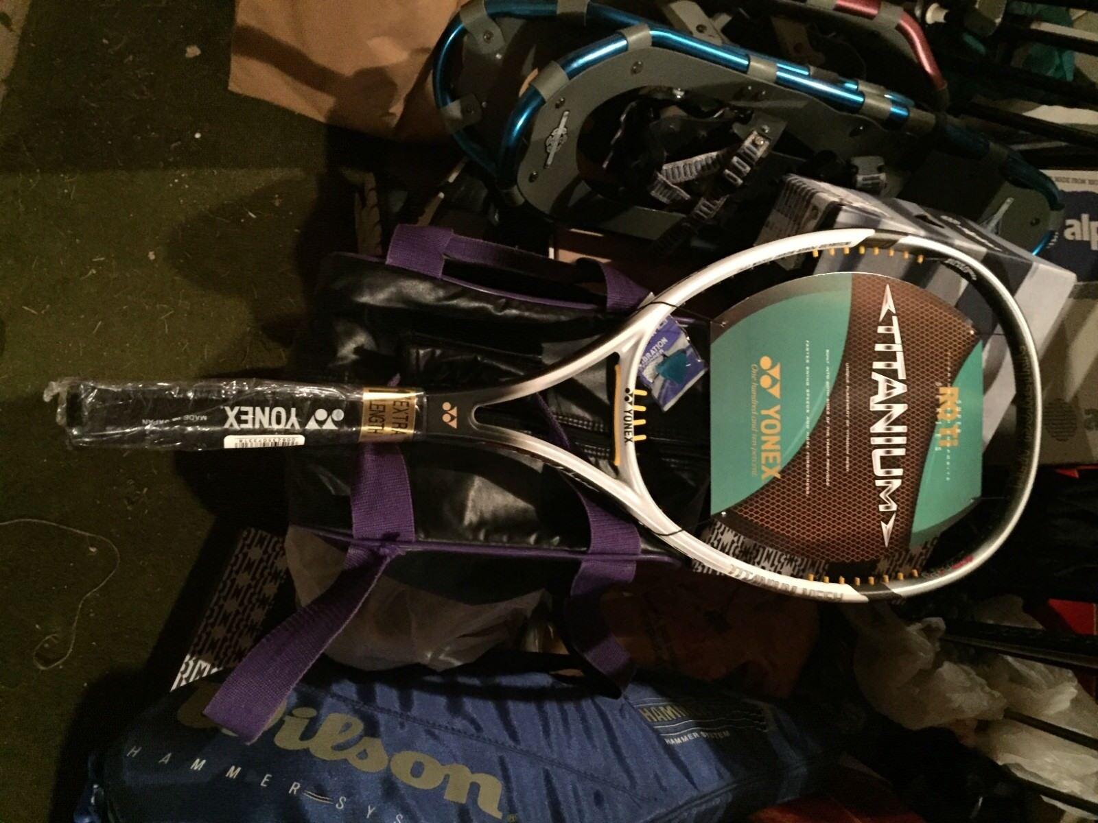 Yonex Srq TI600 de largo Raqueta De Tenis-blancoo y Negro-Con Cubierta-Nunca Usado