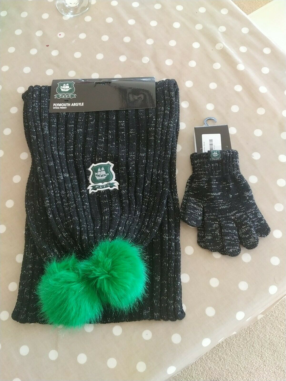 Pafc Plymouth Argyle Scarf + Gloves Matching Pom Pom Set Ladies RRP sparkle