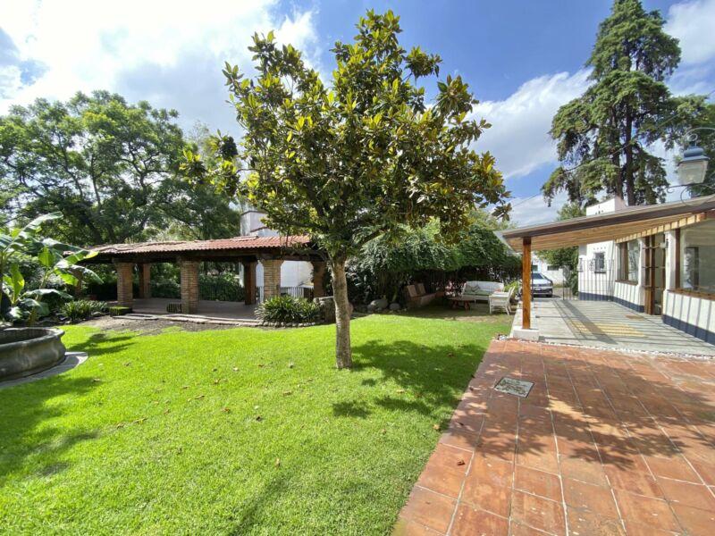 Preciosa Casa 3 recs, 3 b, 2 estc, vigilancia 200 m2 de jardín