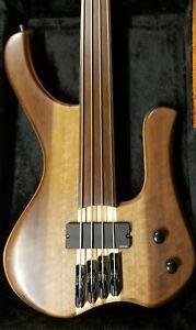 Fretless-Handmade-4-cordes-mgbass-Pickup-EMG-Bartolini-ou