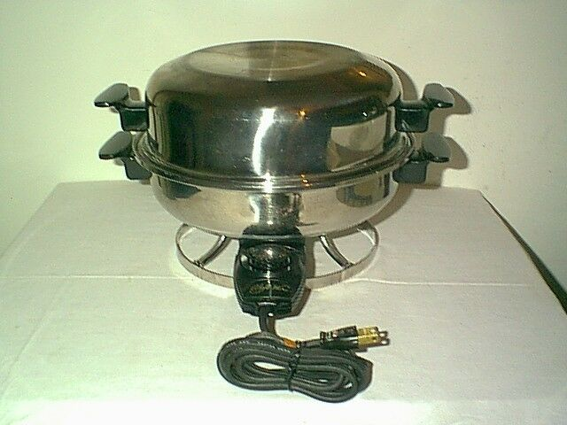 NICE VINTAGE CHEFS WARE MODEL 600 TABLE CHEF 11  ELECTRIC SKILLET & DOMED LID