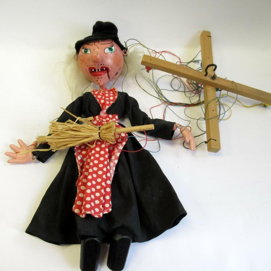 Vintage Witch Pelham Puppets - Marlbgoldugh Wilts - with Original Box - 30 cm