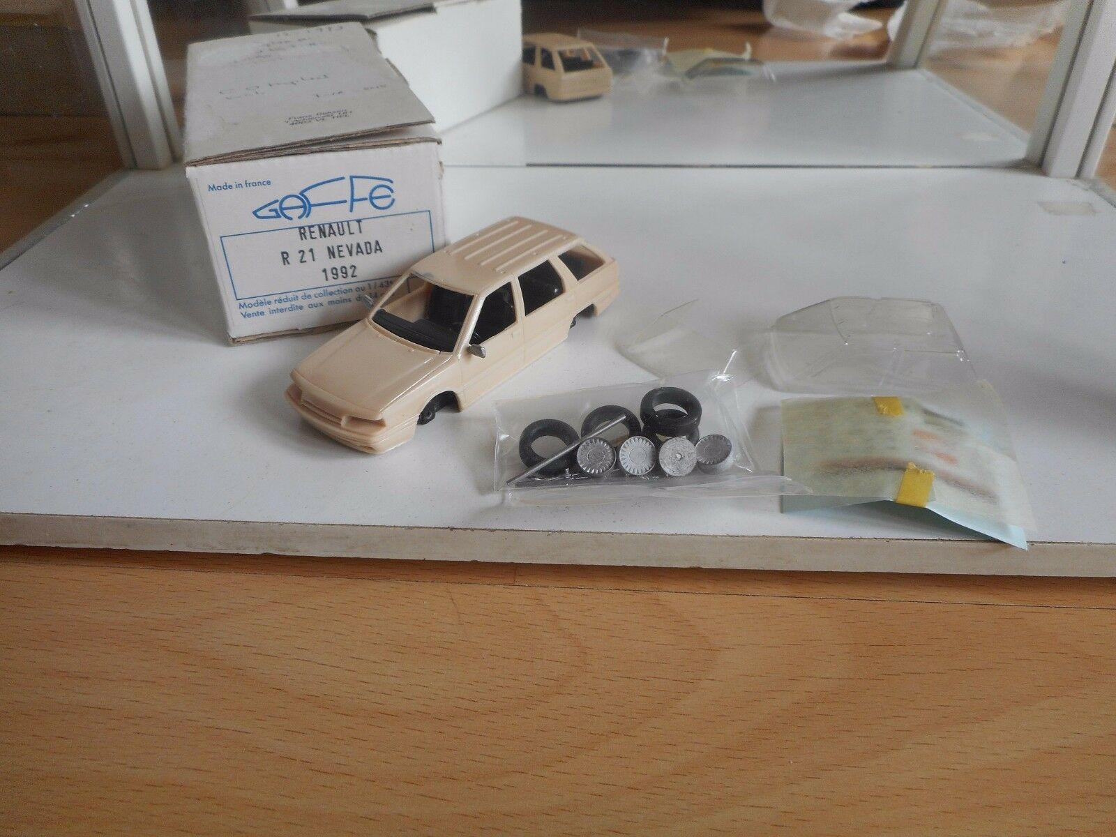 Model Resin Kit Gaffe Renault 21 Nevada '92 on 1 43 in Box