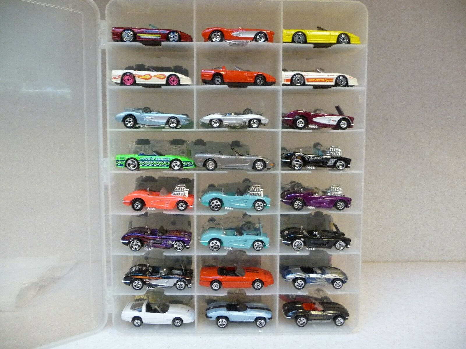 HOT WHEELS COLLECTION OF CORVETTES  116 TOTAL . MOST  HAVE   ZERO DEFECTS