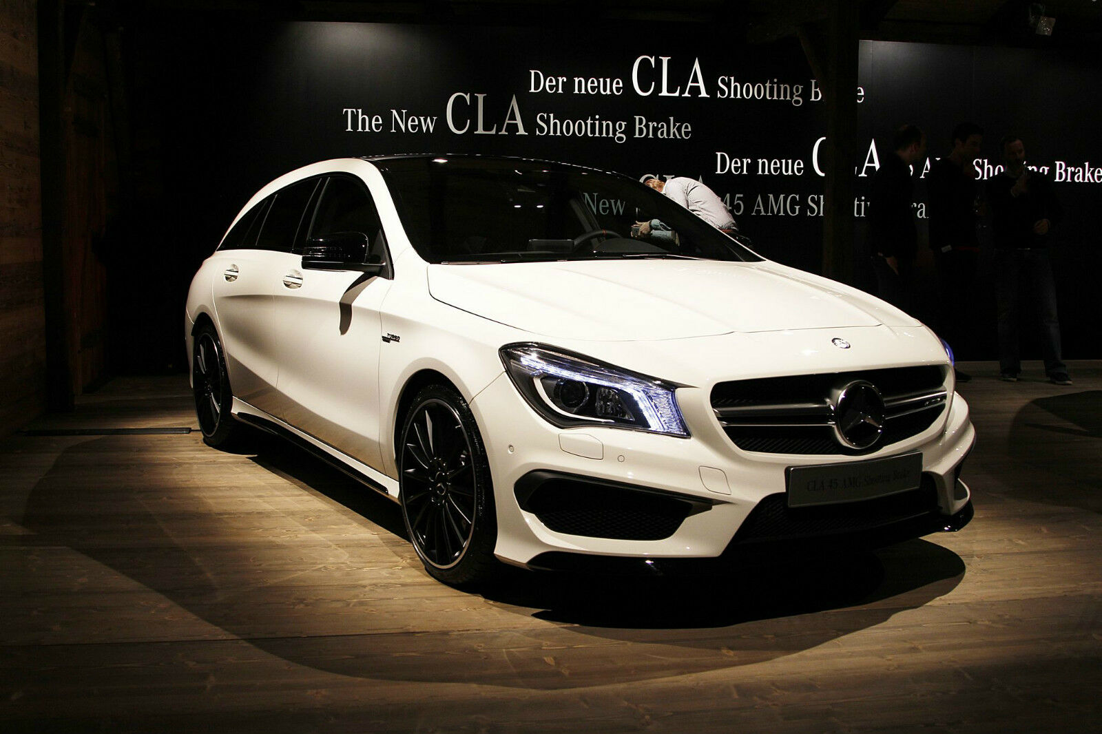 NOREV 2014 Mercedes Benz CLA Shooting Break bianca   DEALER  1:18 *Nuovo Item