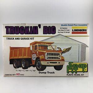 Lindberg-HO-Scale-039-Snap-Fit-039-Truckin-039-Big-Dump-Truck-amp-Garage-Model-Kit-NIB
