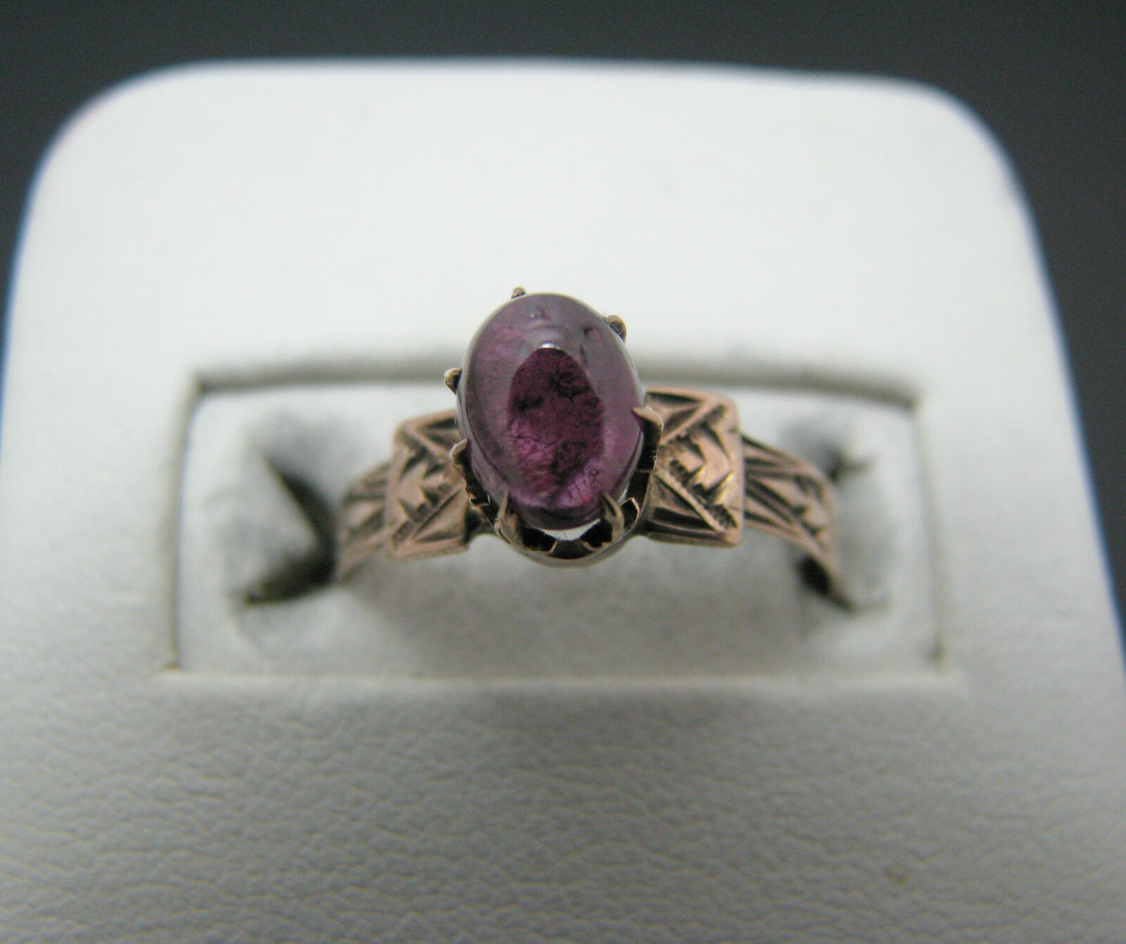 C405 Very Nice Vintage 10k Yellow gold Ring set with a Purple Stone
