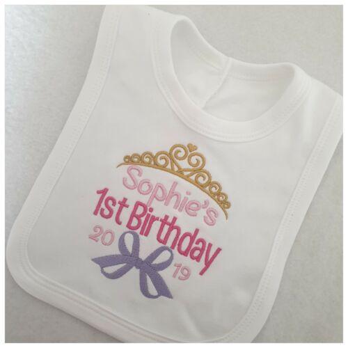 Filles Personnalisé 1st Anniversaire Bib brodé couronne Design Bébé De Vêtements