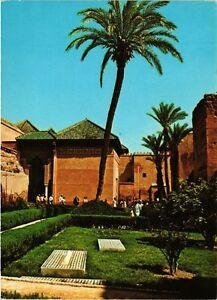 CPM-MAROC-Marrakech-Tombeaux-Saadiens-et-les-Jardins-328967