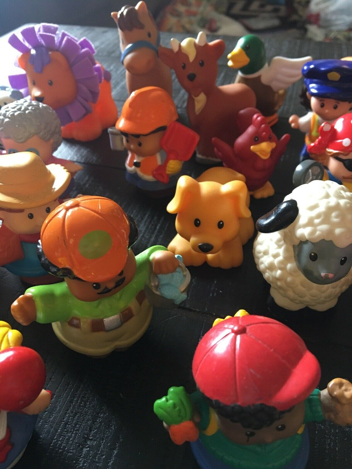 Lot Of 30 Fisher Price Loving Family People Animals Animals Animals Played With Lot 3 825fb4