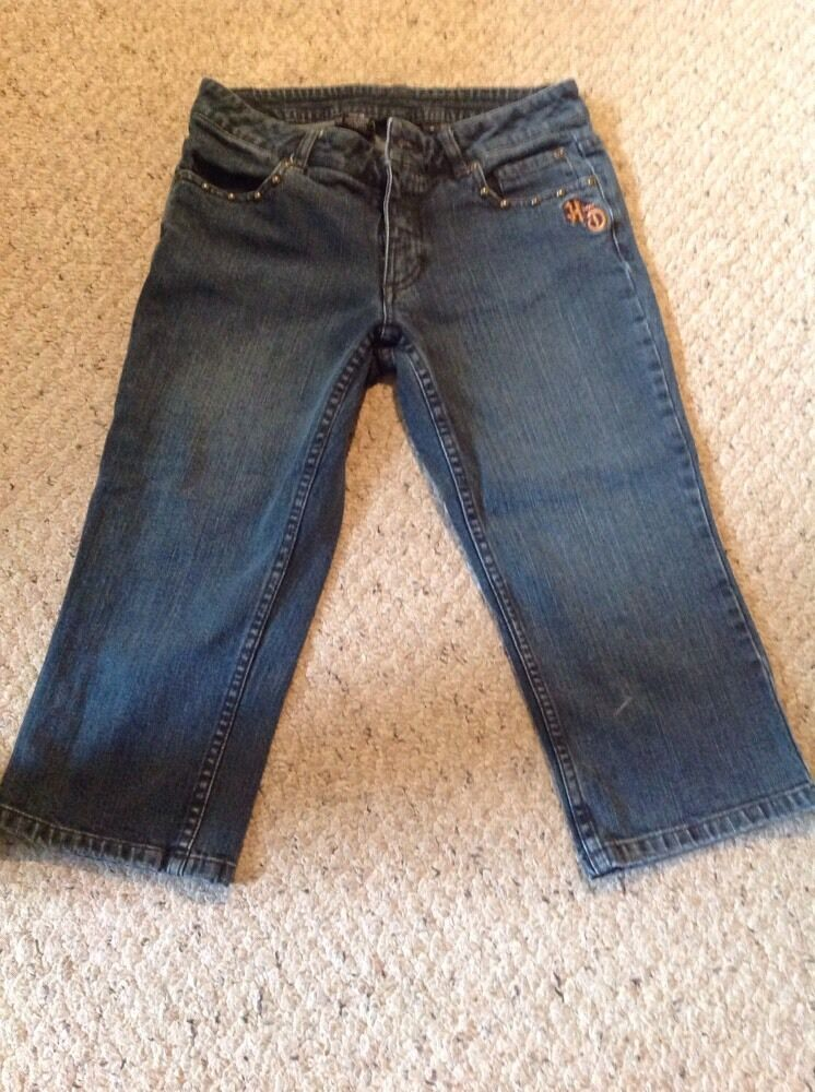 Pre Owned Harley Davidson Women's Capri Jeans.  Mid colord bluee.  Size 6.