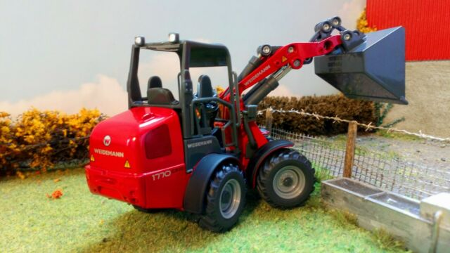 Siku 1/32 Weidemann Hoftrac This loader gives you the pivot steer in the middle