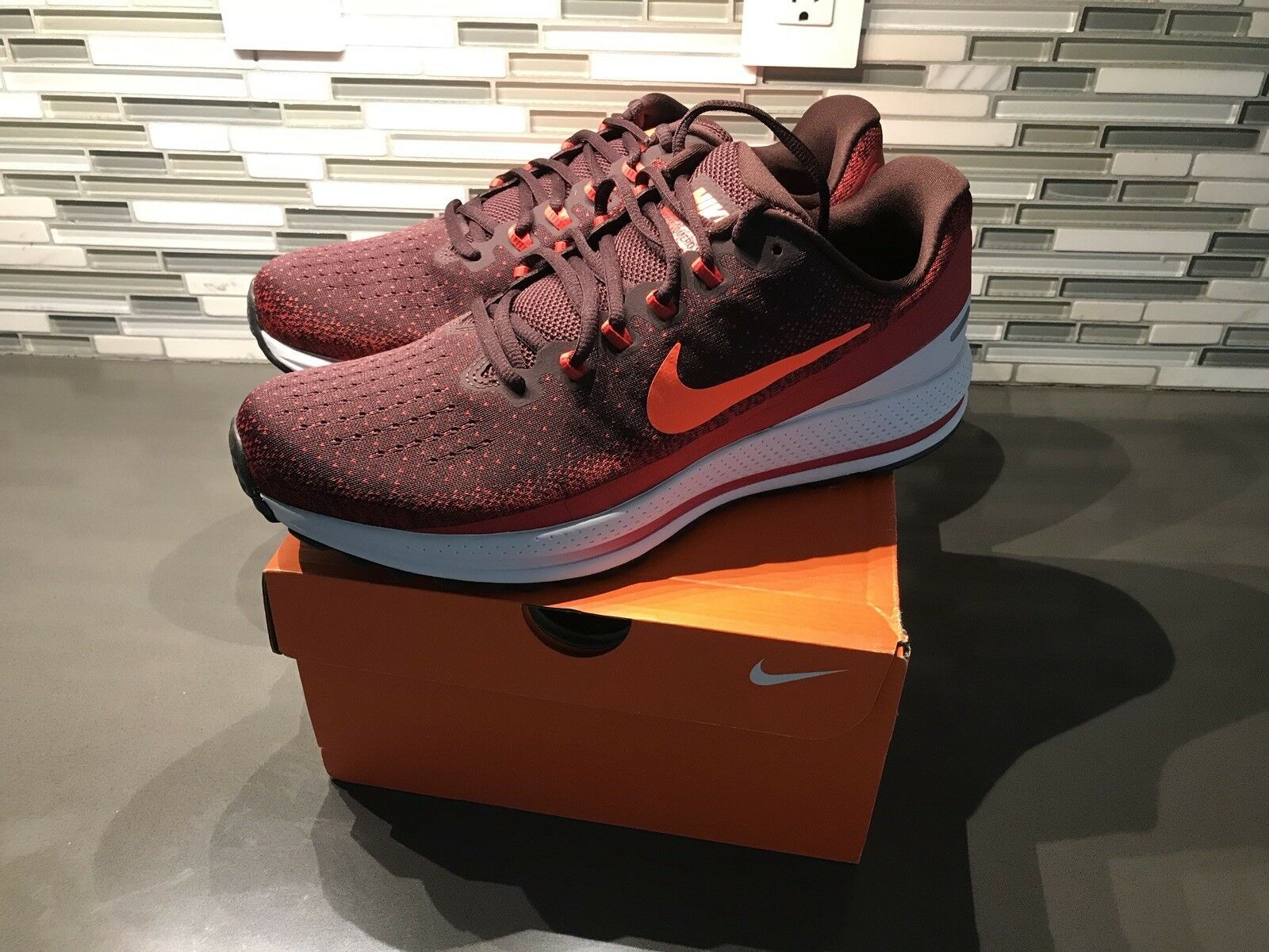 New Nike Air Zoom Vomero 13 Men's Running shoes, Size 11.5 922908 600