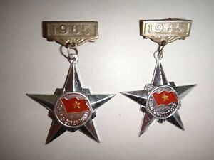 Lot-Of-2-Vietnam-VC-Medals-034-RESOLVED-TO-WIN-SOLDIER-034-Year-1985
