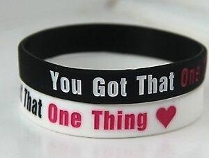 """Adroit One Direction 1d Vous Avez Cette Chose """"blanc Bracelet Bracelet * Jour Même Poste-afficher Le Titre D'origine"""
