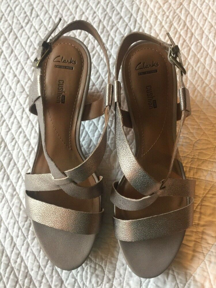 Women's Clarks Collection Soft Cushion Silver Gold Sandal 10 Block Heel Shoes Sz 10 Sandal ffb0f2