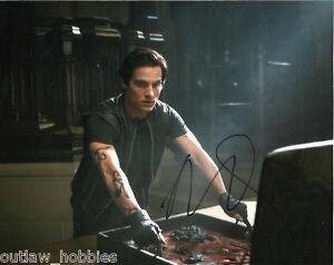 Mortal-Instruments-Kevin-Zegers-Autographed-Signed-8x10-Photo-COA