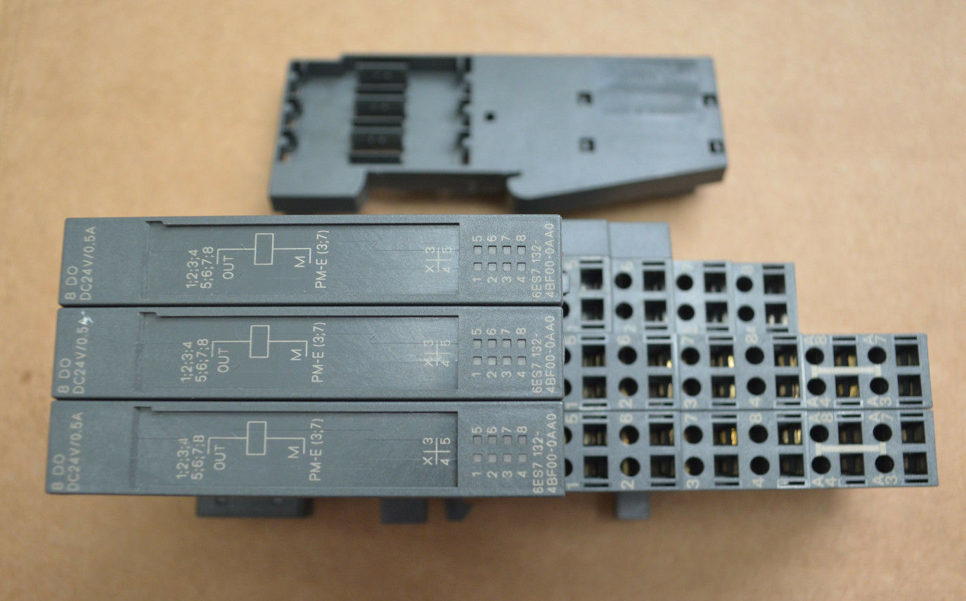 (3) SIEMENS Output Modules 6ES7 132-4BF00-0AA0, 193-4CA50-0AA0,193-4CB30 4JA00