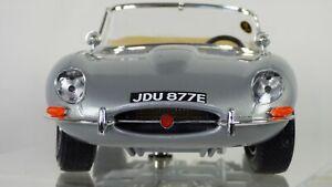 Bburago-1-18-Jaguar-E-Tipo-Coupe-Plata-Raro-Modelo-De-Juguete-18-12044-coche-Convertible
