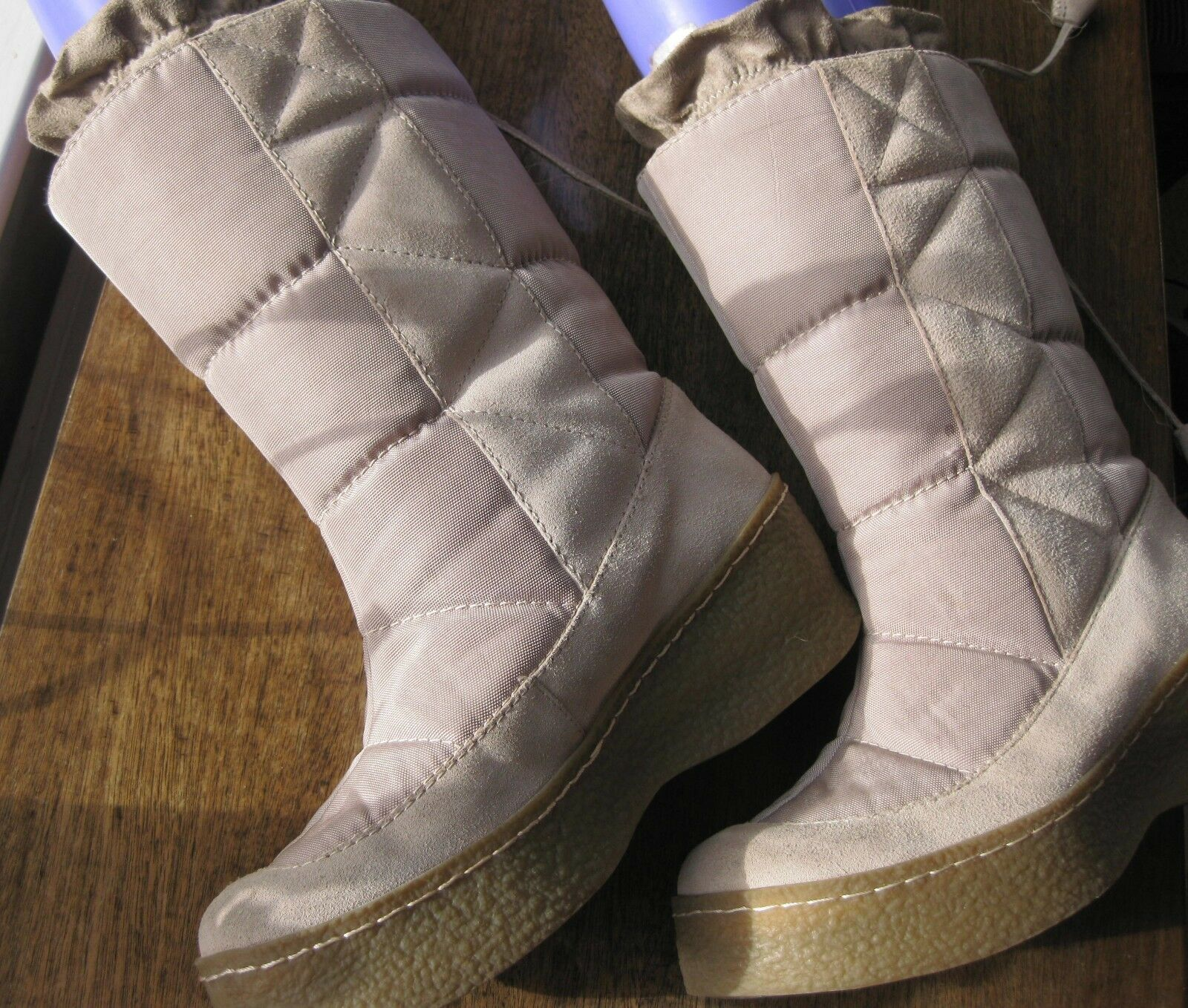 Women's Beige boots sz;7, Winter work ,Ski Hols; or just warm feet in winter