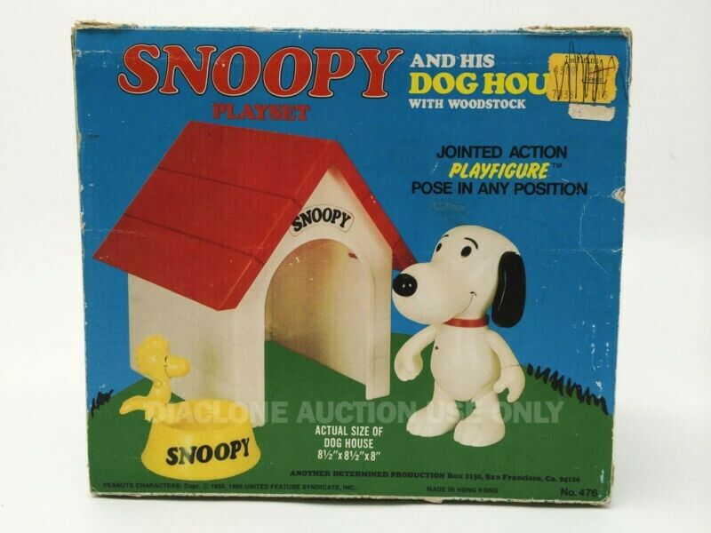 Rare Determined Peanuts Snoopy and his Dog House playset in box