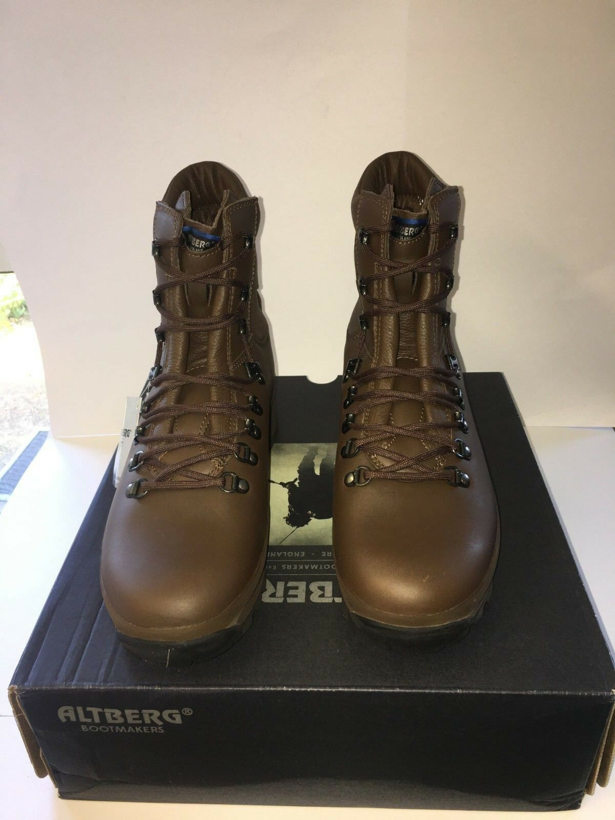 Men's Alt-berg Boots size 11Medium