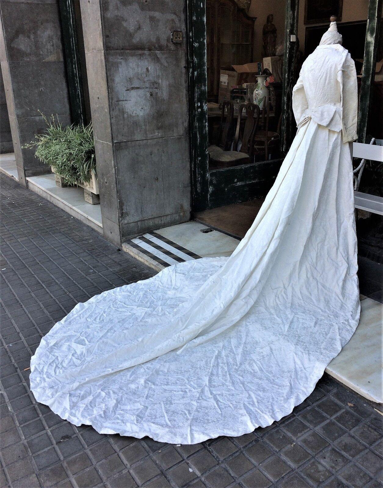 WEDDING DRESS. ART DÉCO. BROCADE. SILK OR VISCOSE. BY HAND. SPAIN. CIRCA...