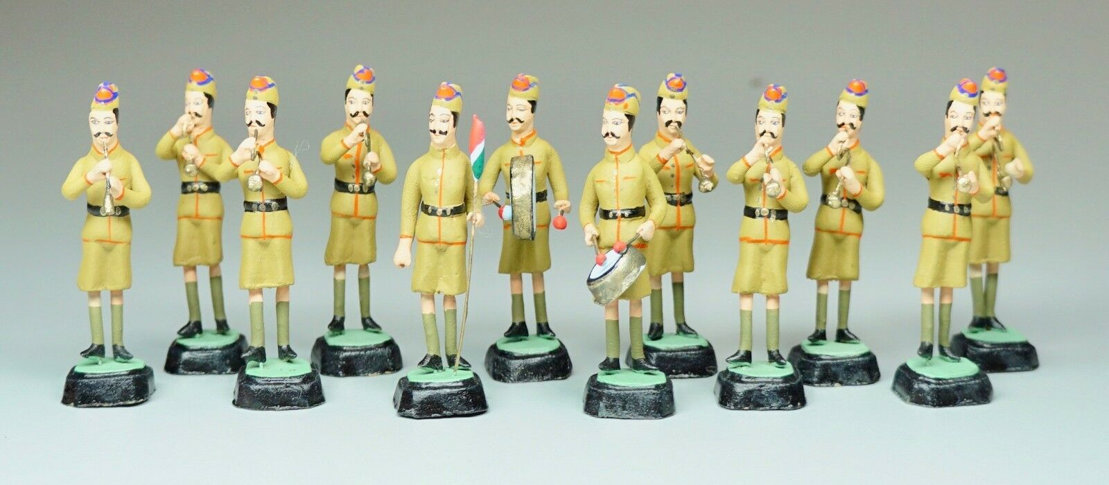 Vtg Hand Painted Ceramic Bugle Corps Toy Soldiers Drummers 2 1 8  H 12 Soldiers