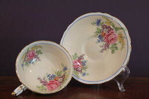 PARAGON-DOUBLE-STAMPED-Teacup-and-Saucer-CREAMY-PEACH-W-ROSE-PATTERN-A1096-5