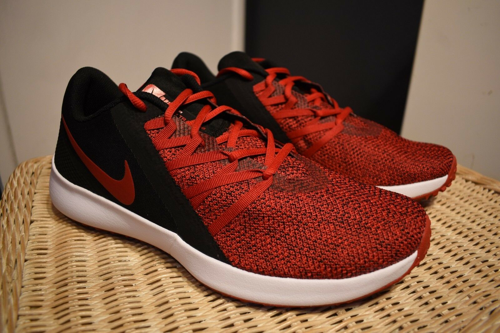 d22604130078 New in Box Nike Varsity Compete Compete Compete Trainer Size 10.5 Black Gym  Red Training